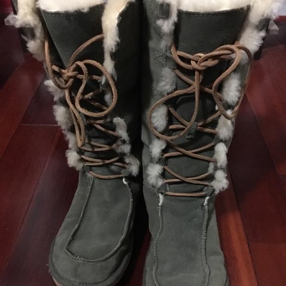 fb30e09e47a Ugg Tularosa lace up leather boots. Size 10 🌲🍂❄️